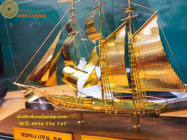 Thuyền Mạ Vàng