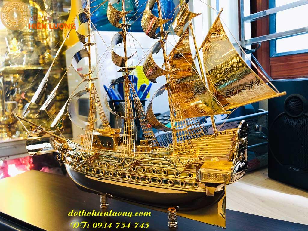 Mô hình thuyền mạ vàng