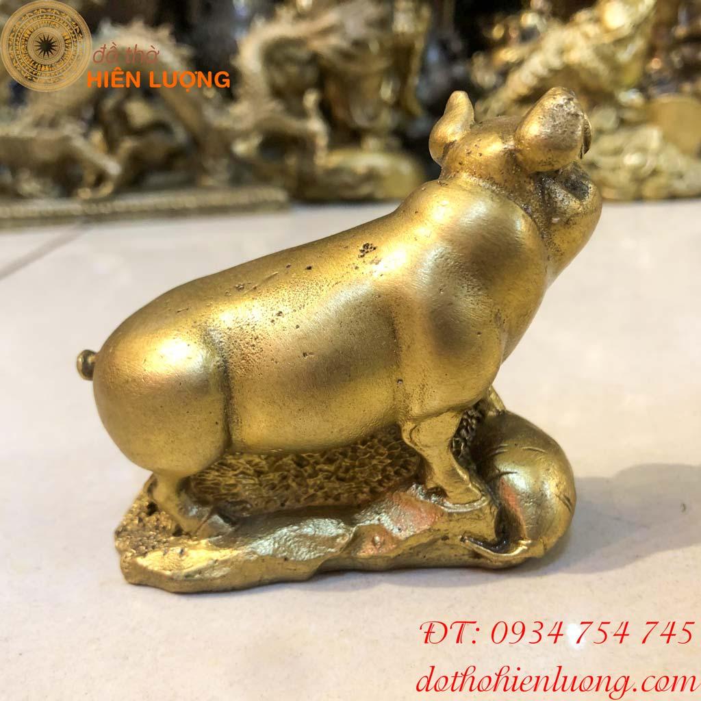 Tượng lợn bằng đồng