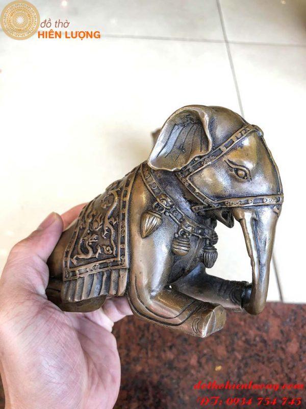 Đôi tượng voi bằng đồng giả cổ